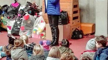 500 kinderen geven eigen speelgoed weg