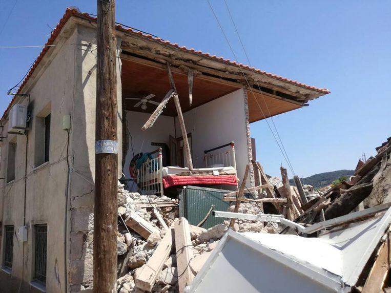 In het Griekse dorpje moeten 240 vernielde gebouwen afgebroken worden.