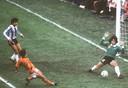 1978: De Argentijnse doelman Fillol keert een schot van Rob Rensenbrink.