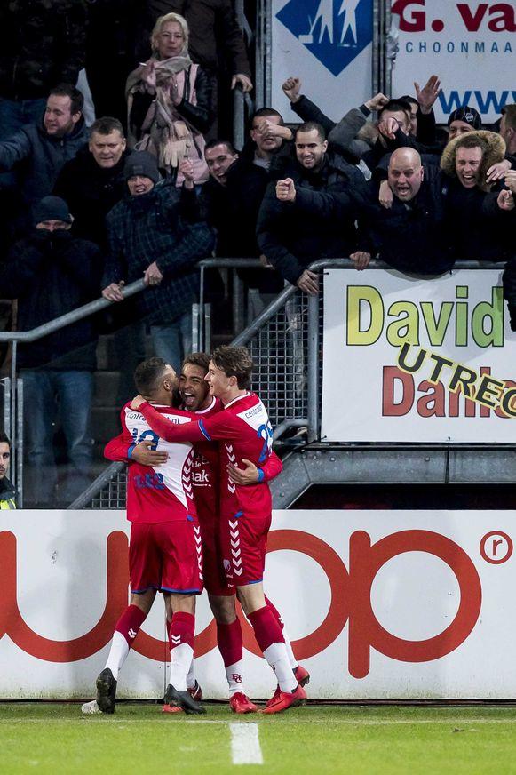 2018-01-19 22:29:25 UTRECHT, FC Utrecht - AZ, voetbal, Eredivisie, seizoen 2017-2018, 19-01-2018, Stadion de Galgenwaard, FC Utrecht speler Cyriel Dessers (M) heeft de 1-1 gescoord