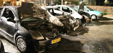 Weer raak met autobranden Culemborg: vier auto's in vlammen op