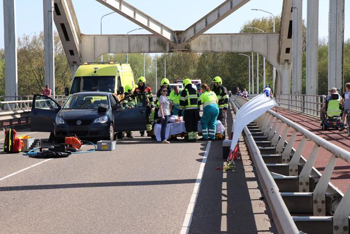 Twee vrouwen gewond bij kettingbotsing met vier auto's bij Den Bosch