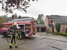 Zwartgeblakerde ramen door woningbrand in Moergestel, bewoner ademt rook in