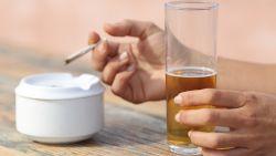 Minder drinken maakt stoppen met roken makkelijker