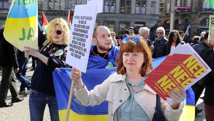 Voor- en tegenstanders van het associatieverdrag van Europa met Oekraïne.