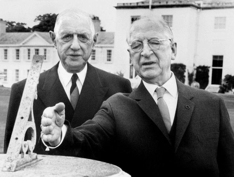 Eamon de Valera (R) met Charel de Gaulle in 1969. Beeld afp