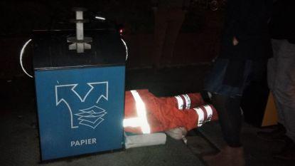 Ondersteboven in de afvalcontainer: Nederlandse vuilnisdienst vindt verloren trouwring terug