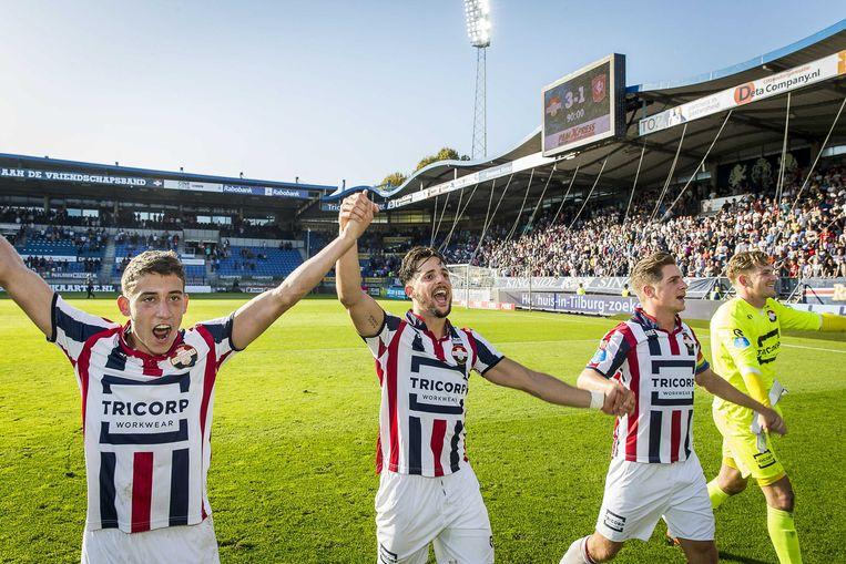 Willem II spelers Fran Sol, Jordens Peters en keeper Mattijs Branderhorst vieren het doelpunt van teamgenoot Kostas Tsimakis. Beeld ANP Pro Shots