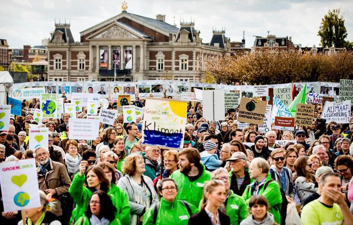 Demonstranten op het Museumplein.