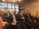 Oud-premier Balkenende zit op de publieke tribune. Naast CvdK Han Polman.