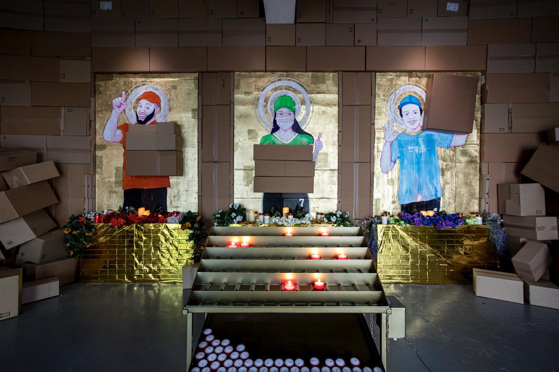 Het altaar van Raul Balai in kunstruimte Nest, Den Haag. Beeld Natascha Libbert