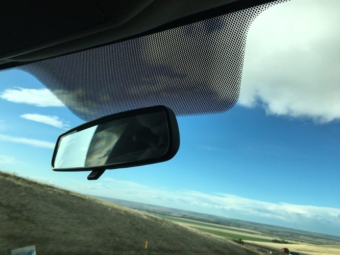 Stipjes achter de binnenspiegel van je auto, waar dienen ze voor?