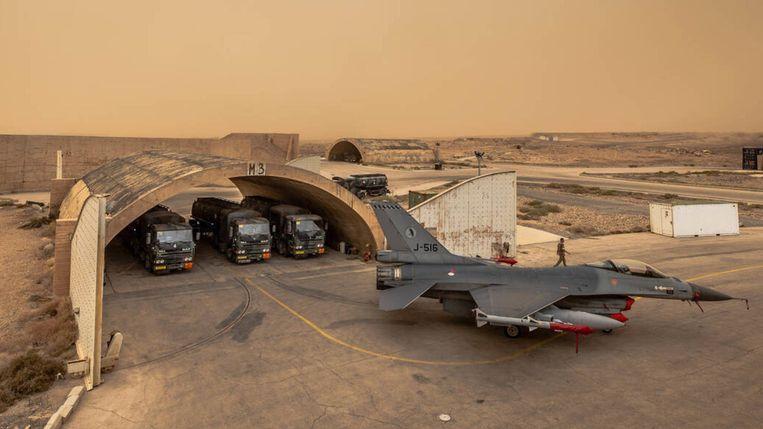 Nederlands militair materieel in het Midden-Oosten. Beeld null