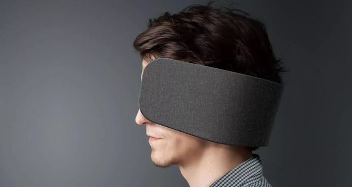 Dit is de Wear Space van Panasonic. Oogkleppen en luidspreker in één.
