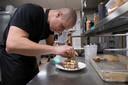Kok Wibo de Molenaar dressert tiramisu.