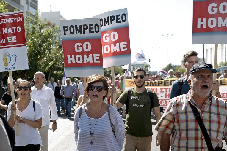 Betogers protesteren tegen het bezoek van de Amerikaanse minister van Buitenlandse Zaken Pompeo in Athene.