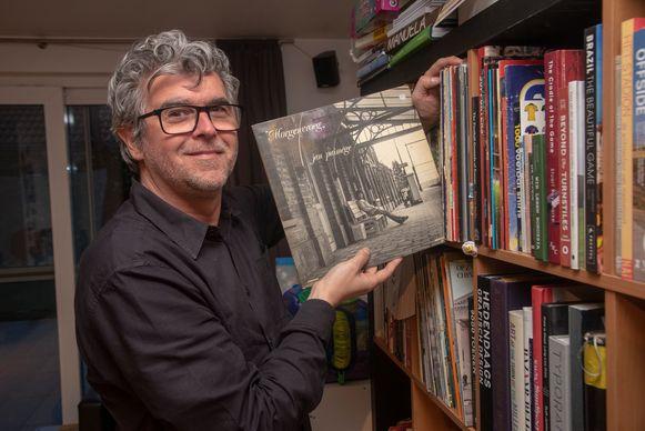 Fototgraaf Jurgen Vantomme fotografeert oude platenhoezen op de locatie waar ze ooit opgenomen werden en heeft er nog heel wat op zijn verlanglijstje staan.