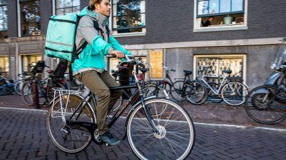 Vakbond ACV eist vaste contracten voor fietskoeriers Uber en Deliveroo