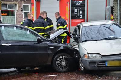 Gewonde bij aanrijding tussen twee auto's in Breda