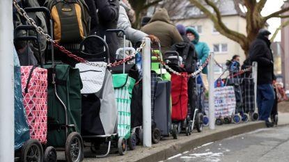Duitse voedselbank die buitenlanders weigerde, draait beslissing terug na felle kritiek