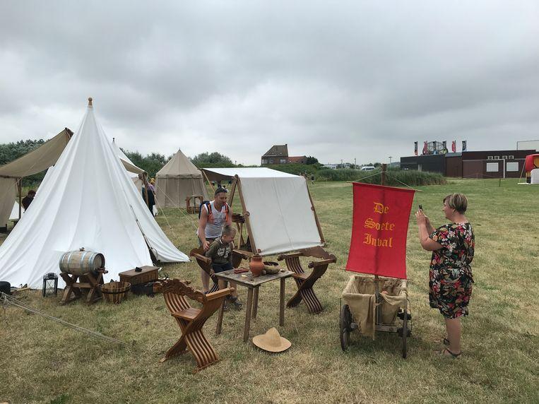 Al meer dan 15 jaar is het middeleeuws weekend een vaste waarde op de kalender van provinciedomein Raversyde. Je kan er kennismaken met een heus middeleeuws kampement.