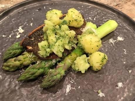 Recept van de dag: Scholfilet met groene asperges en parmezaan
