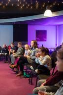 Onder het genot van een bekertje ranja luisterden kinderen tijdens de kinderboekenweek in Nieuwe Nobelaer naar schrijfster Martine Letterie.