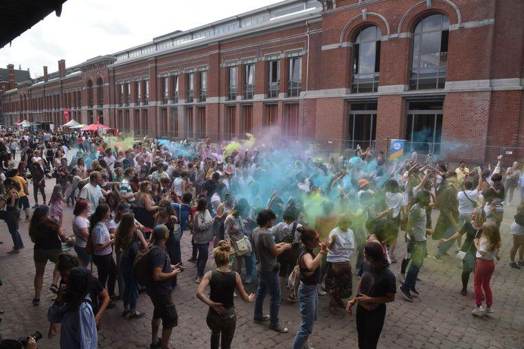Behalve luide beats vlogen zaterdag ook heel wat poederzakjes door de lucht tijdens de eerste editie van Color Bang.