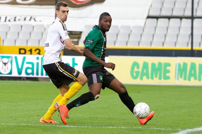 Gregory Mertens namens Lokeren in actie tegen Cercle Brugge.