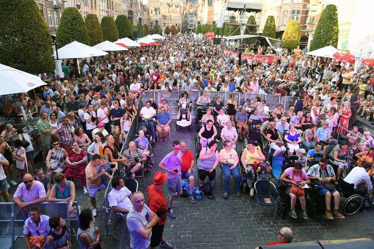 Sam Gooris maakte er vroig jaar nog een groot feest van tijdens Leive Vloms op de Oude Markt in Leuven.