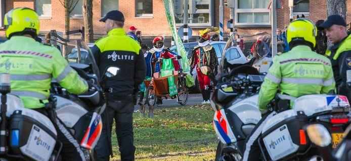 Tijdens de optocht van vorig jaar was veel politie aanwezig vanwege aangekondigde protesten.
