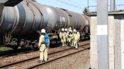 Remmen van goederentrein met chemische stoffen blokkeren, brandweer uit voorzorg ter plaatse