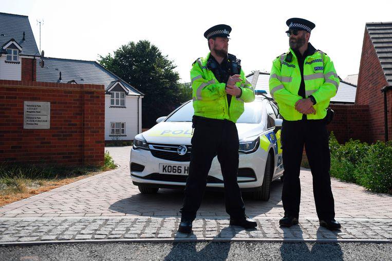 Agenten houden de wacht bij het huis van Charlie Rowley en Dawn Sturgess die vergiftigd werden met het zenuwgas novitsjok