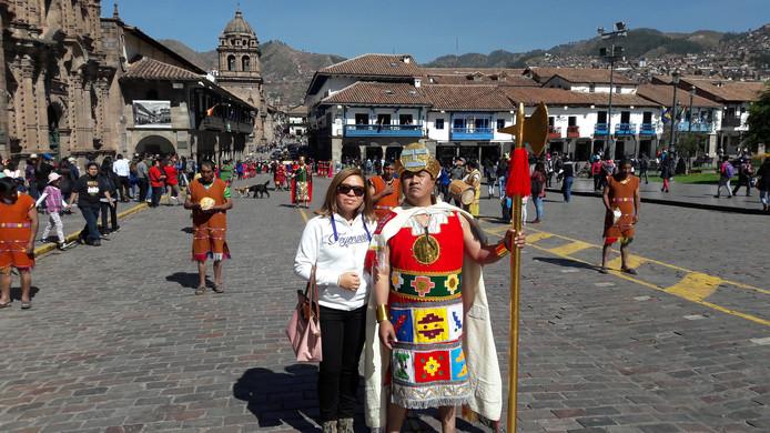 Toppertjes zat, zoals Lina Kaat-Perez (37), Feyenoordfan in hart en nieren. ,,Ik was in juni 2017 op vakantie in de stad van de Inca's. De foto's zijn genomen in Cuzco en Machu Picchu in Peru. Ik heb een heerlijke vakantie gehad in m'n geboorteland'', meldt ze, en heeft haar berichtje voorzien van prachtige opnames, waar de liefde voor Feyenoord vanaf spat.