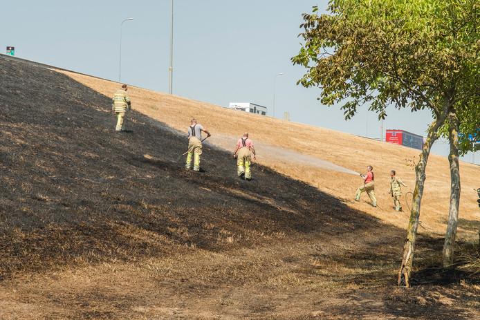Opnieuw een brand in de berm van de A27.