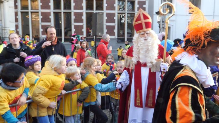 Kinderen zingen Als ik boven op de Dom sta voor de Sint