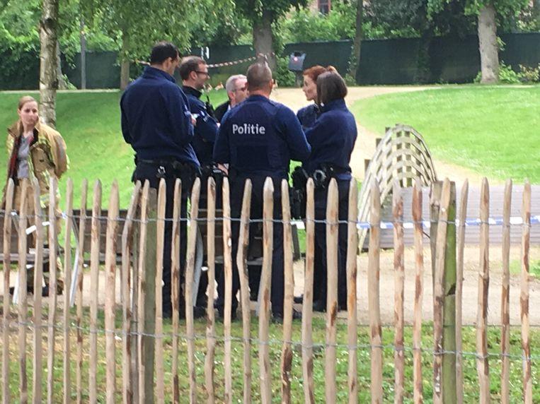 Politie in het stadspark van Sint-Truiden.
