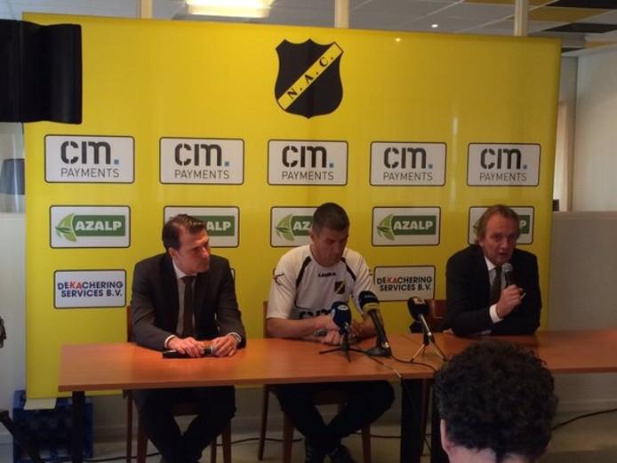 Justin Goetzee (links), Marinus Dijkhuizen (midden) en Joost Gielen. Foto via Twitter @VoetbalInside