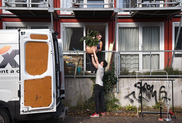 Jonge starters die graag in Amsterdam willen blijven, worden gedwongen de stad te verlaten.  Beeld Marcel van den Bergh