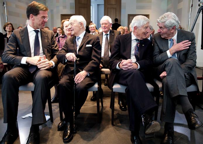 Minister-president Mark Rutte en de oud-premiers Piet de Jong, Dries van Agt en Ruud Lubbers