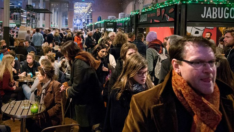 Ook toeristen weten de voormalige tramremise nu te vinden. Beeld Rink Hof