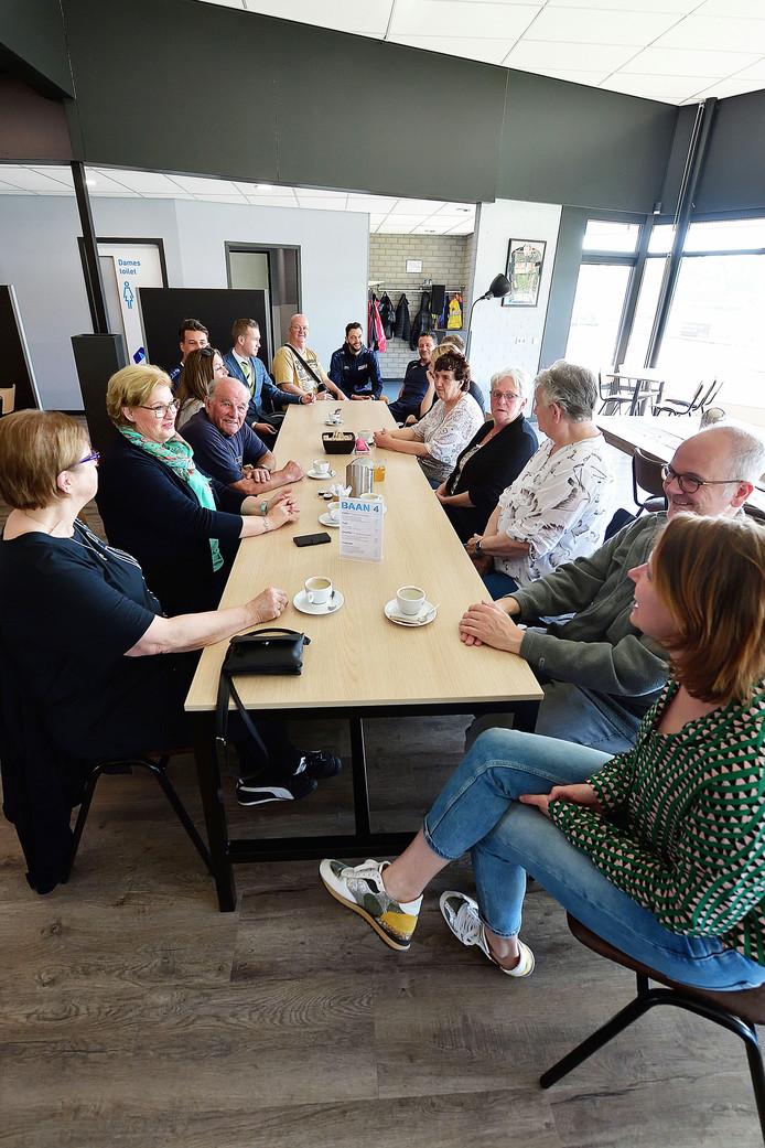 Supporterscafe Baan 4 met ouderen en sporters bij Talentencentrum op Vierhoeven in Roosendaal - Foto: Pix4Profs/Peter van Trijen.