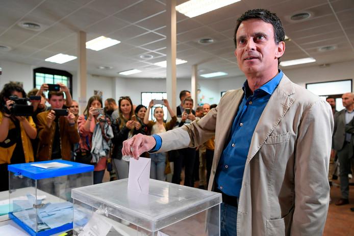 Manuel Valls votant dimanche à Barcelone