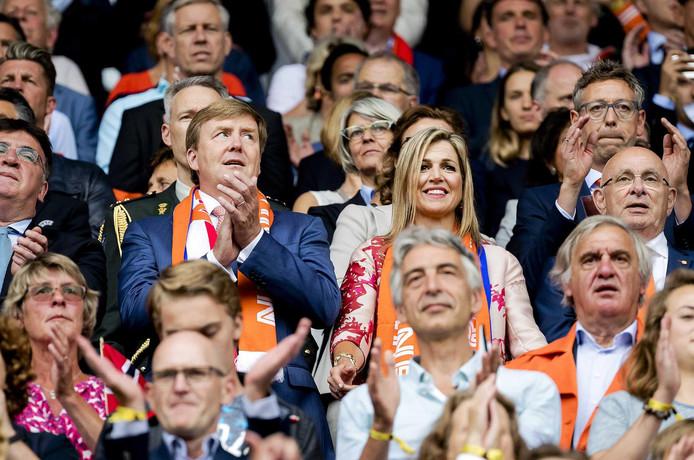 Koning Willem-Alexander en koningin Maxima bij het openingsduel van het EK 2017 tussen Nederland en Noorwegen.