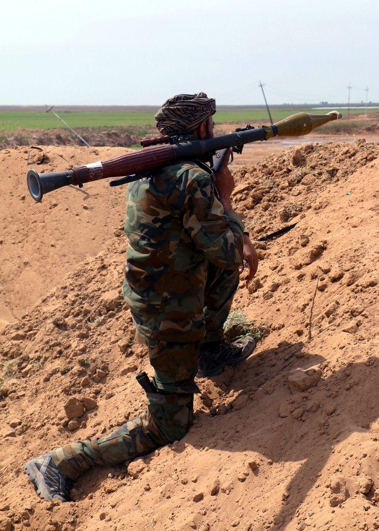 Een Iraakse militair vandaag ten zuiden van Tikrit. Beeld epa