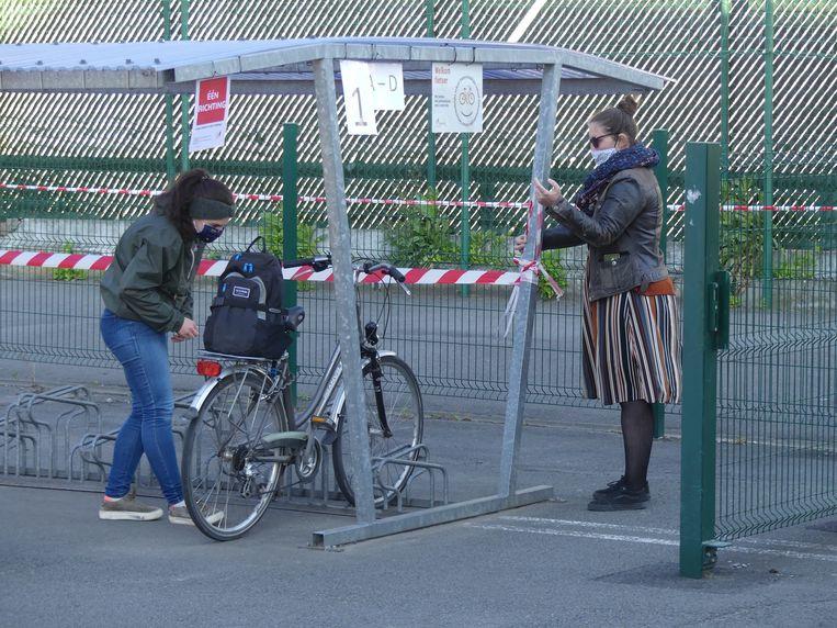 Iedere leerlingen, die met de fiets naar school kwam, kreeg een vaste plaats toegewezen.