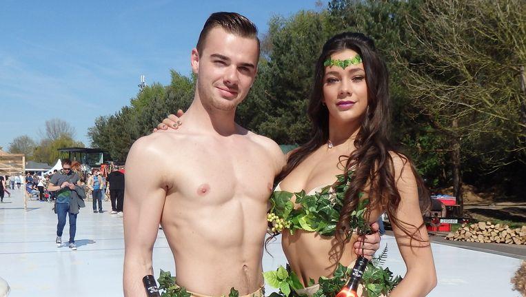 Foodfestival Yummya gaat over de verleidingen (van voedsel) in de Hof van Eden. Adam (Luuk Melisse) en Eva (Mariëlle Kuipers) hebben het weer gelukkig mee. Beeld Schuim