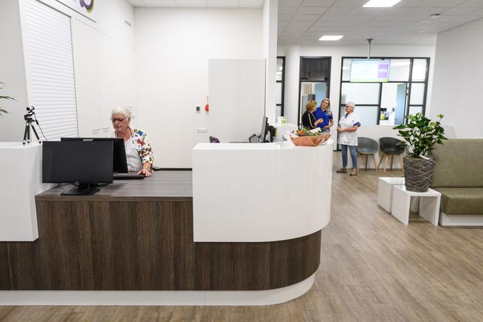 EIBERGEN - Opening van de nieuwe polikliniek van Streekziekenhuis Koningin Beatrix (SKB). In het Hageman Medisch Centrum in Eibergen kunnen pati'nten terecht voor een afspraak bij een specialist of verpleegkundige, een onderzoek of een kleine ingreep. EDITIE: ACHTERHOEK FOTO: Lars Smook LS20180615