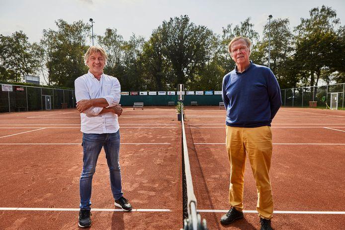 Wim Luimes (links) en Peter Kwant van Tennisvereniging De Koem in Geesteren. De tennisclub op sportpark De Koem bestaat 40 jaar.