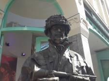 Arnhemse Andrew Sisters warmen Airborne sfeer in stadshart op